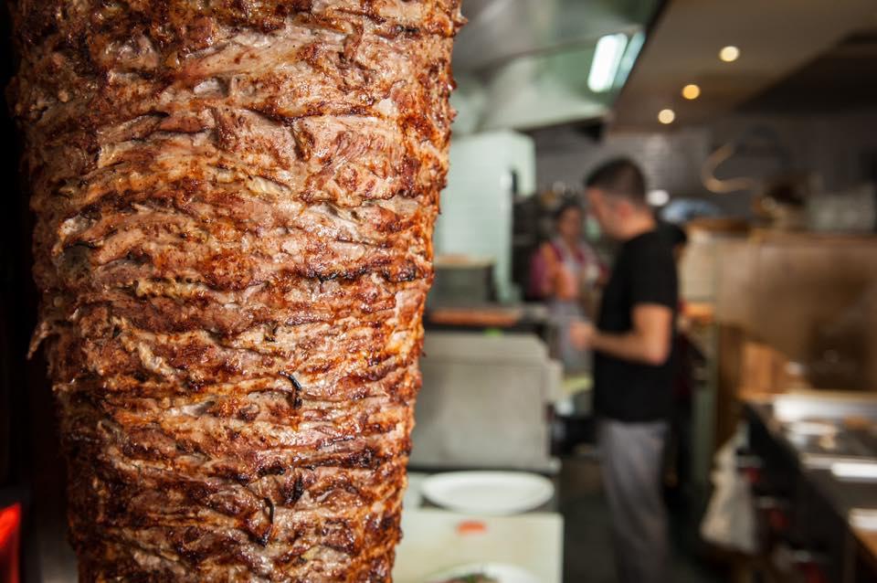 ce pote qui a de sérieux problème avec le kebab